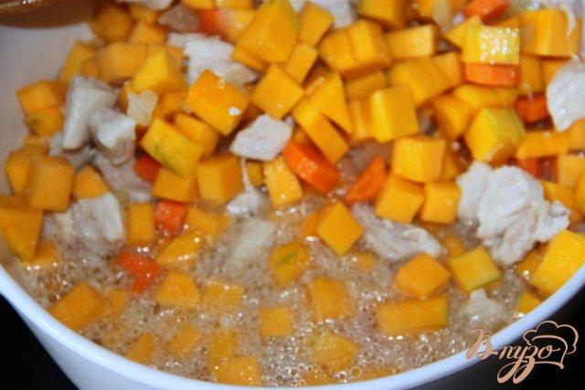 Фото приготовление рецепта: Тыквенно-куриный суп-пюре шаг №3