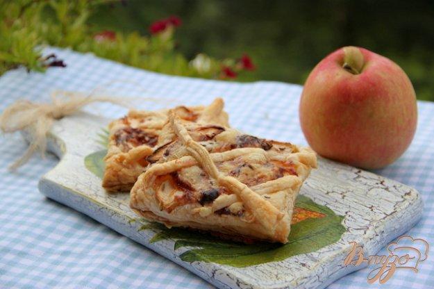 Рецепт Слойки с яблоком, сыром и тмином