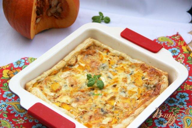 Фото приготовление рецепта: Быстрый пирог с тыквой и голубым сыром шаг №4