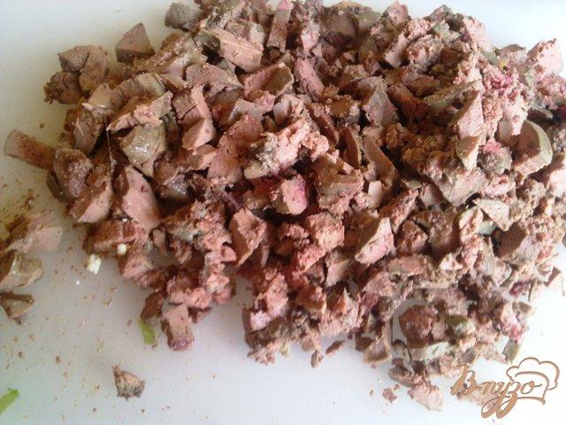 Фото приготовление рецепта: Слоеный печеночный салатик шаг №5