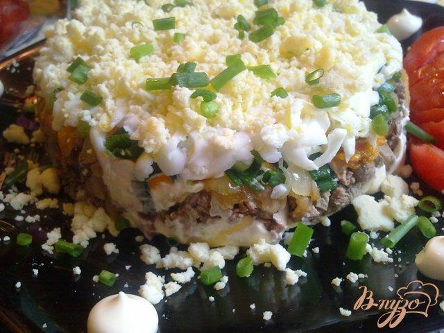 Фото приготовление рецепта: Слоеный печеночный салатик шаг №10