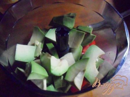 Оладьи с пастой из авокадо и креветками