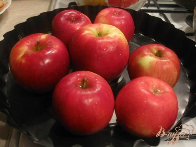 Фото приготовление рецепта: Яблоки запеченные с медом шаг №1