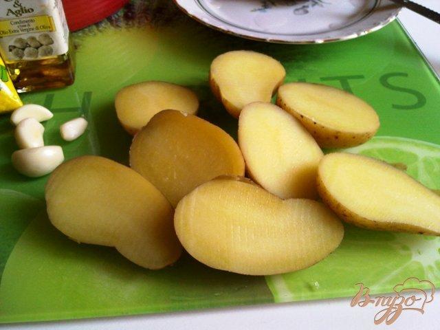 Фото приготовление рецепта: Картофель запеченый с кунжутом шаг №2