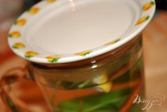 Фото приготовление рецепта: Мятный чай с лимоном и корицей шаг №3
