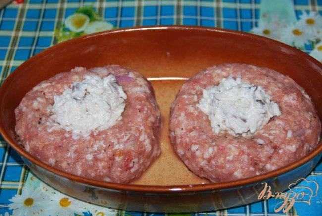 Фото приготовление рецепта: Гнёзда из фарша с рисом и грибами шаг №5