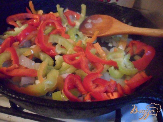 Фото приготовление рецепта: Рыбный суп со сладким перцем шаг №4
