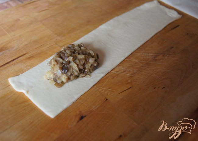Фото приготовление рецепта: Пирожки с грибами шаг №5