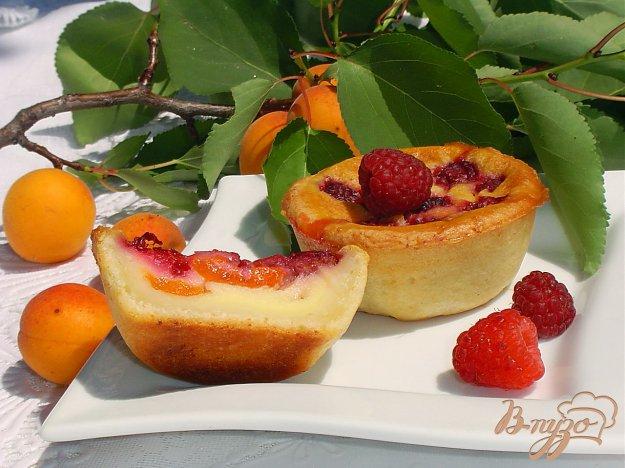 Рецепт Творожные заливные корзиночки с абрикосами и малиной