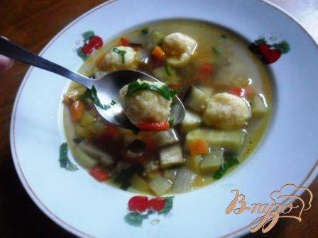 Рецепт Сырные шарики. Быстрый болгарский суп.