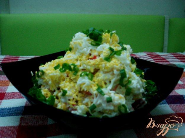 фото рецепта: Салат из крабовых палочек с рисом и огурцом