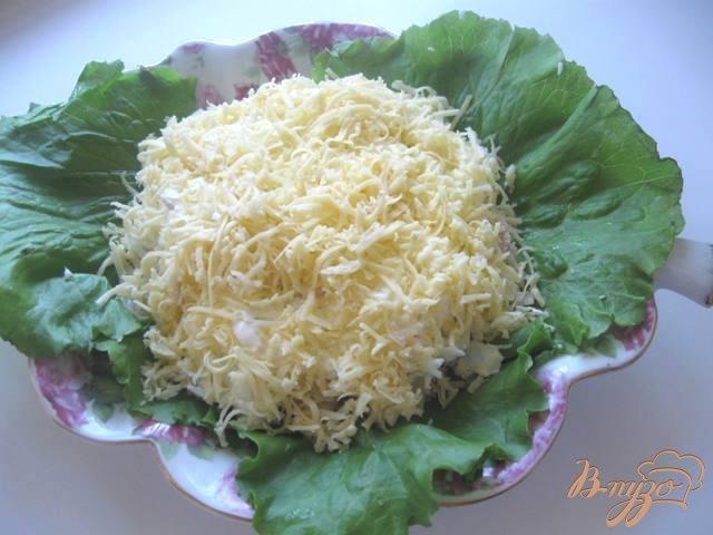 Фото приготовление рецепта: Салат из индейки с ананасами шаг №5