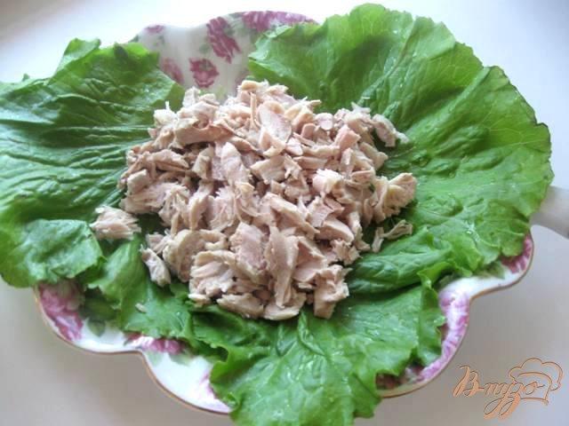 Фото приготовление рецепта: Салат из индейки с ананасами шаг №1