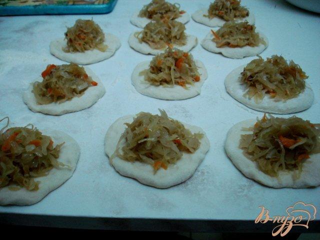 Фото приготовление рецепта: Дрожжевое тесто из холодильника и изделия из него. шаг №4