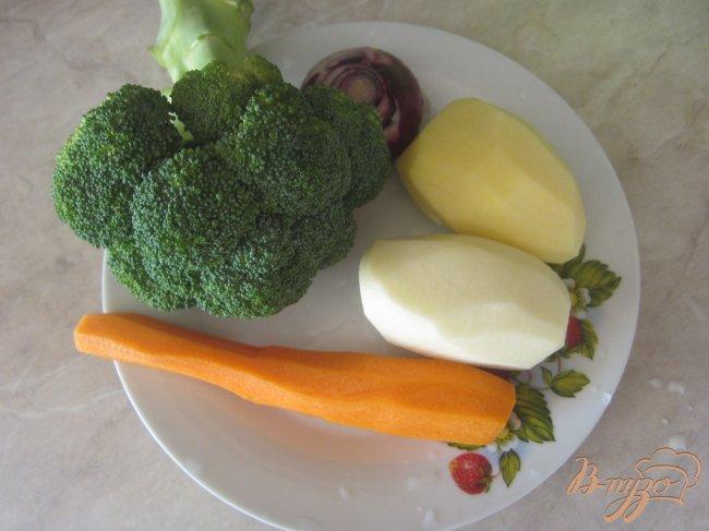 Фото приготовление рецепта: Cупчик с брокколи шаг №1