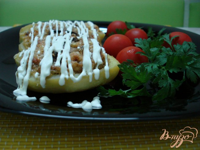 Фото приготовление рецепта: Картофель фаршированный шампиньонами шаг №6