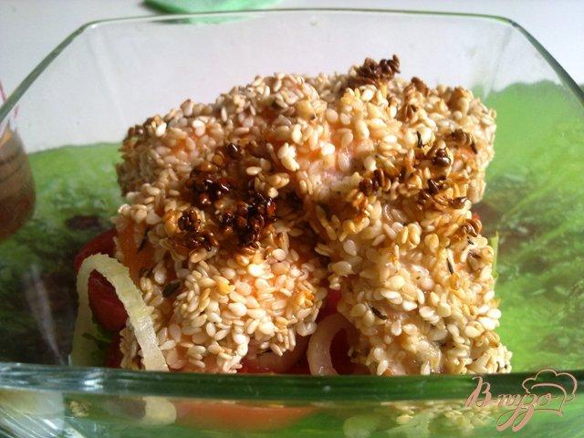 Фото приготовление рецепта: Теплый салат с лососем шаг №8