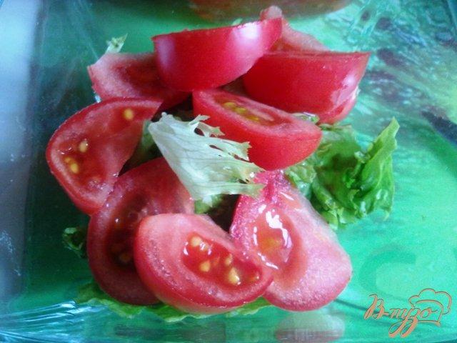Фото приготовление рецепта: Теплый салат с лососем шаг №4