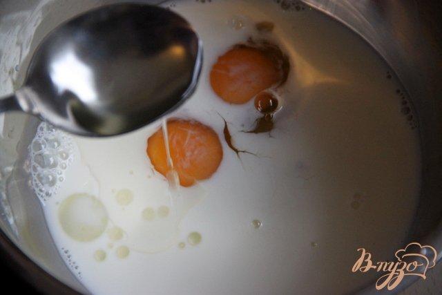 Фото приготовление рецепта: Кукурузные оладьи с беконом шаг №2