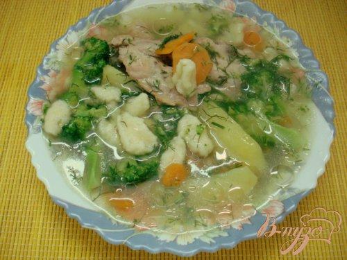 Куриный суп    с брокколи и клёцками.