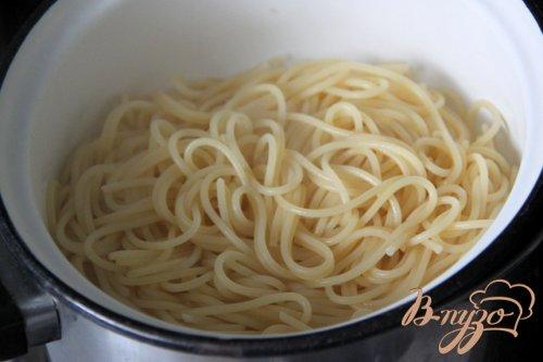 Спагетти с индейкой и маслинами