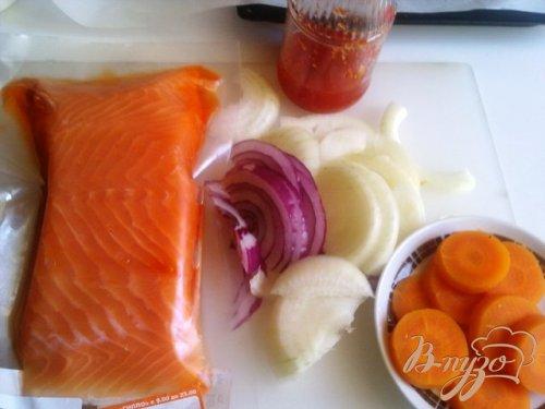 Запеченная форель с овощами под соусом