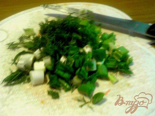 Салат из редиса и сырного омлета.