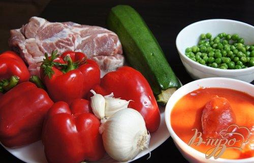 Перцы фаршированные свининой, кабачком и зеленым горошком