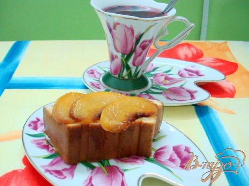 Пирог с ломтиками персика