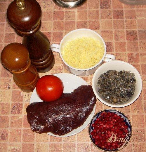 Оленина с брусничным соусом