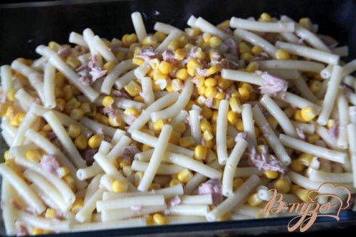 Макаронная запеканка с тунцом и кукурузой