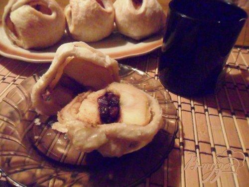 Яблоки, фаршированные корицей и изюмом в слоёном тесте