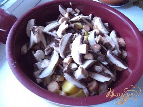 Картофель с грибами и баклажанами в сметане
