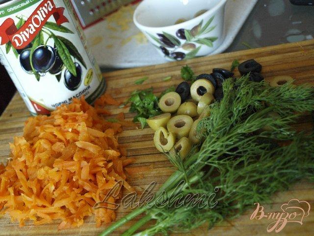 Фото приготовление рецепта: Омлет  с цветной капустой по-средиземноморски шаг №2