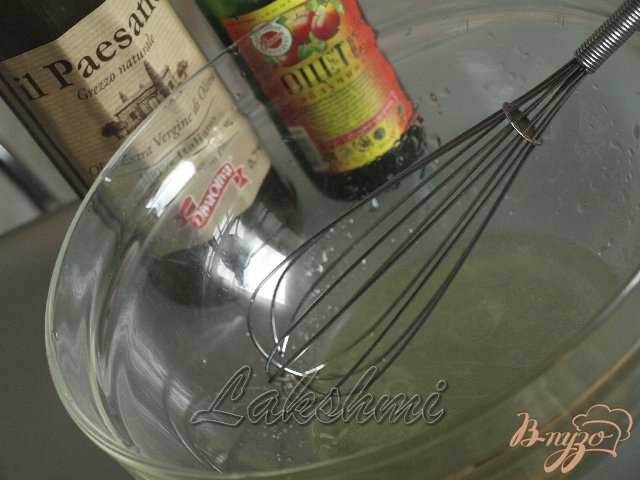 Фото приготовление рецепта: Салат из помидоров и свежих шампиньонов шаг №2