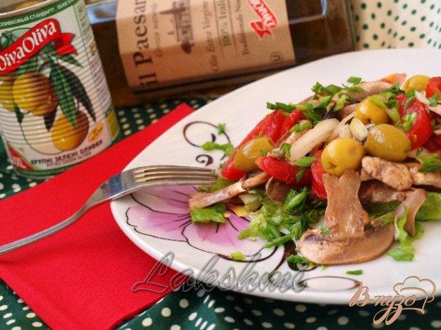 фото рецепта: Салат из помидоров и свежих шампиньонов