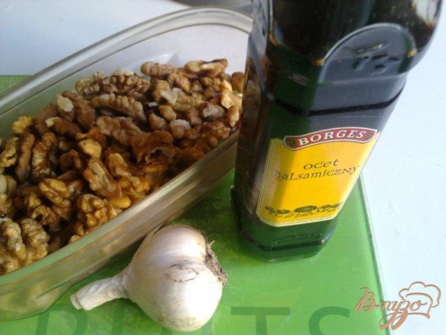 Фото приготовление рецепта: Салат с фасолью в томатном соусе шаг №2