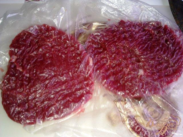 Фото приготовление рецепта: Мясо по де  Голлевски шаг №3