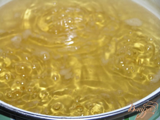 Фото приготовление рецепта: Сироп из мелиссы с лимоном шаг №3