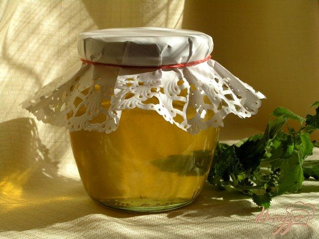Фото приготовление рецепта: Сироп из мелиссы с лимоном шаг №4