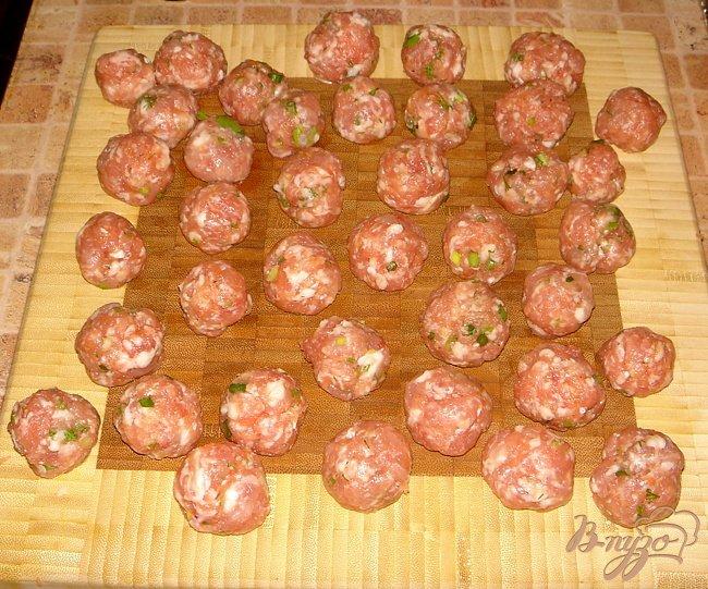 Фото приготовление рецепта: Суп с фрикадельками и брокколи шаг №2