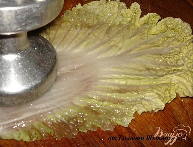Фото приготовление рецепта: Диетические голубцы в пекинской капусте шаг №4
