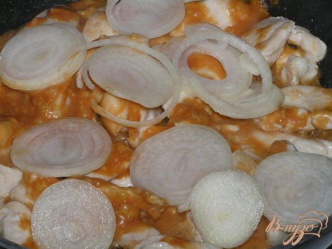 Фото приготовление рецепта: Куриные грудки в чесночно-горчичном соусе шаг №3
