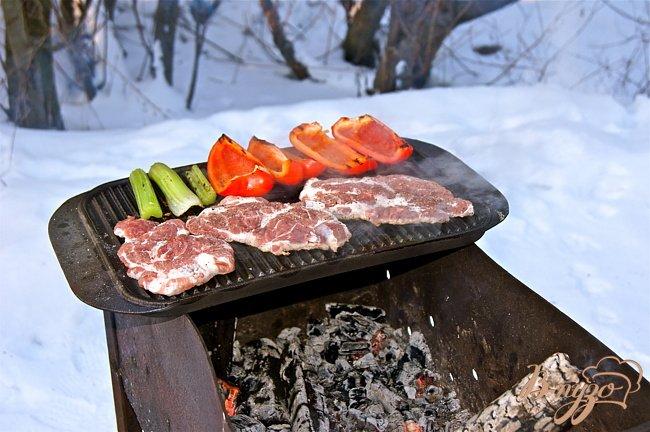 Фото приготовление рецепта: Свиная шейка на гриле шаг №3