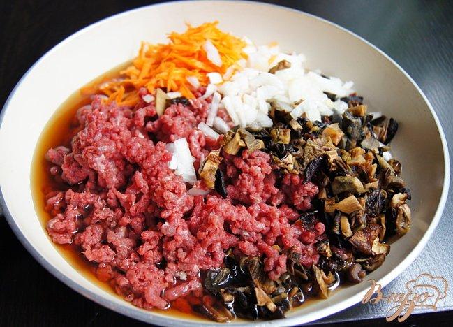 Фото приготовление рецепта: Картофельные зразы с грибами и говядиной шаг №4