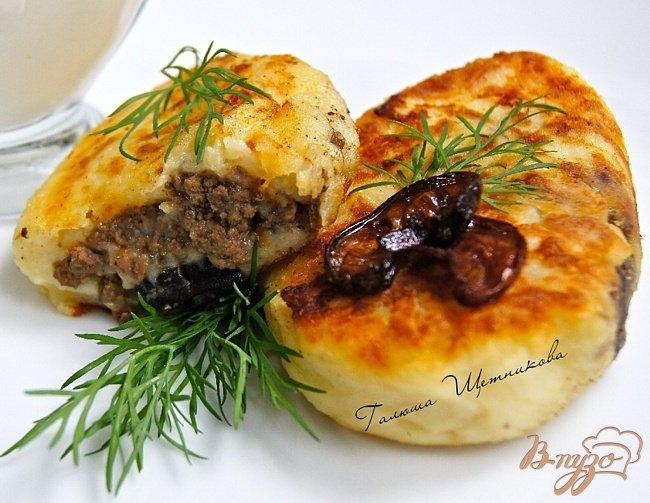 Фото приготовление рецепта: Картофельные зразы с грибами и говядиной шаг №8