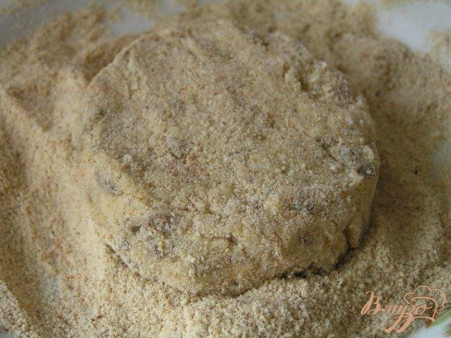Фото приготовление рецепта: Котлеты из белой фасоли с грибами шаг №9