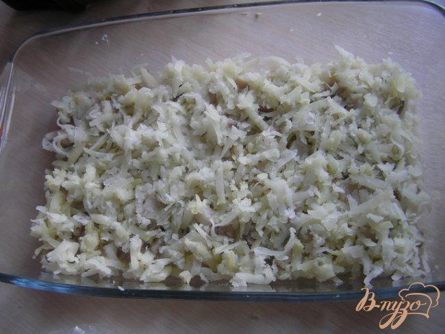 Фото приготовление рецепта: Селедка под шубой с икрой шаг №2