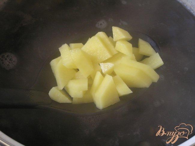 Фото приготовление рецепта: Грибной суп с перловой крупой шаг №5