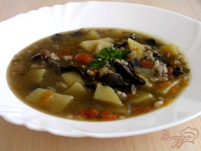 Фото приготовление рецепта: Грибной суп с перловой крупой шаг №10